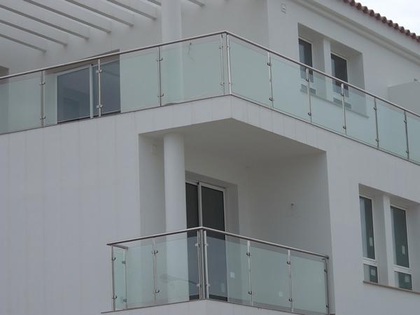 Barandillas de hierro barandillas de hierro aluminio y for Barandas de terrazas modernas
