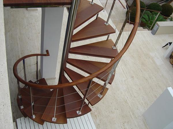 Escaleras de hierro escaleras y estructuras met licas for Escaleras de exterior metalicas